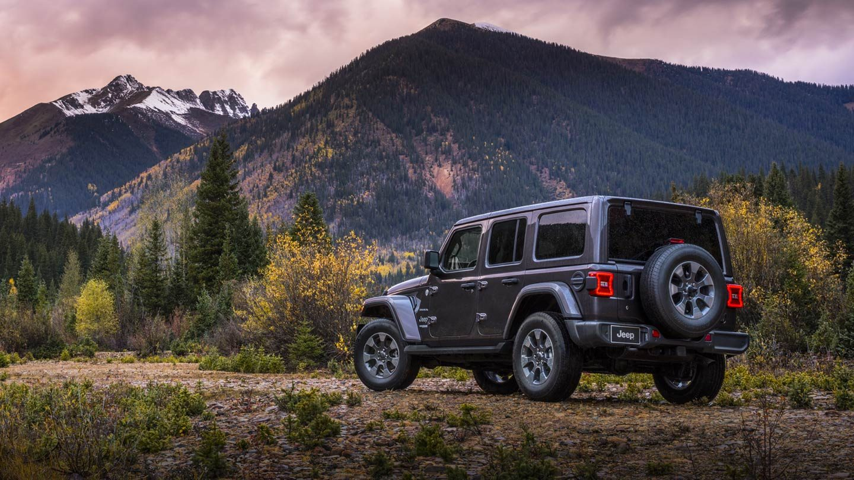 Display 2019-Jeep-Wrangler-Gallery-Exterior-Sahara-Grey-Back